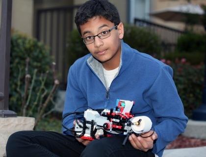 Shubham Banerjee, lo studente di 13 anni, californiano di origini indiane, che ha inventato la stampante Braille low cost