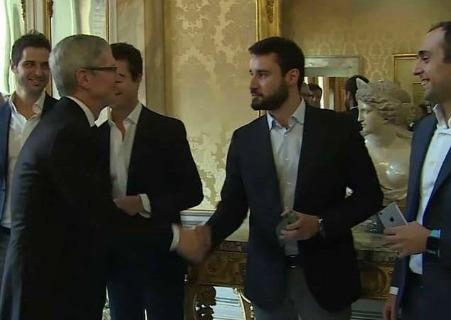 Il Ceo di Apple Tim Cook incontra 5 startup italiane a Palazzo Chigi