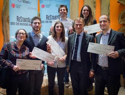 I sei vincitori di ReStartApp con Alessandro Garrone, Presidente della Fondazione Garrone