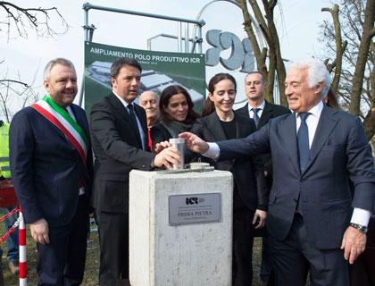 Matteo Renzi pone la prima pietra per l'ampliamento dello stabilimento dell'Icr
