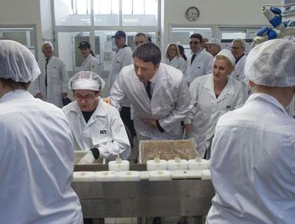 Il premier Matteo Renzi in visita all'Icr