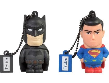 Le chiavette Batman vs Superman realizzate da Maikii in occasione dell'uscita del film nelle sale italiane