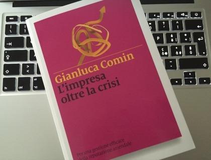 La copertina del libro di Gianluca Comin ''L'impresa oltre la crisi''
