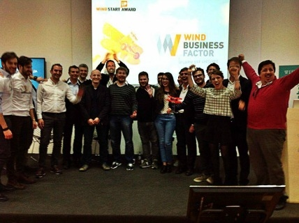 Il team di Friendz esulta per la vittoria al Wind Startup Award