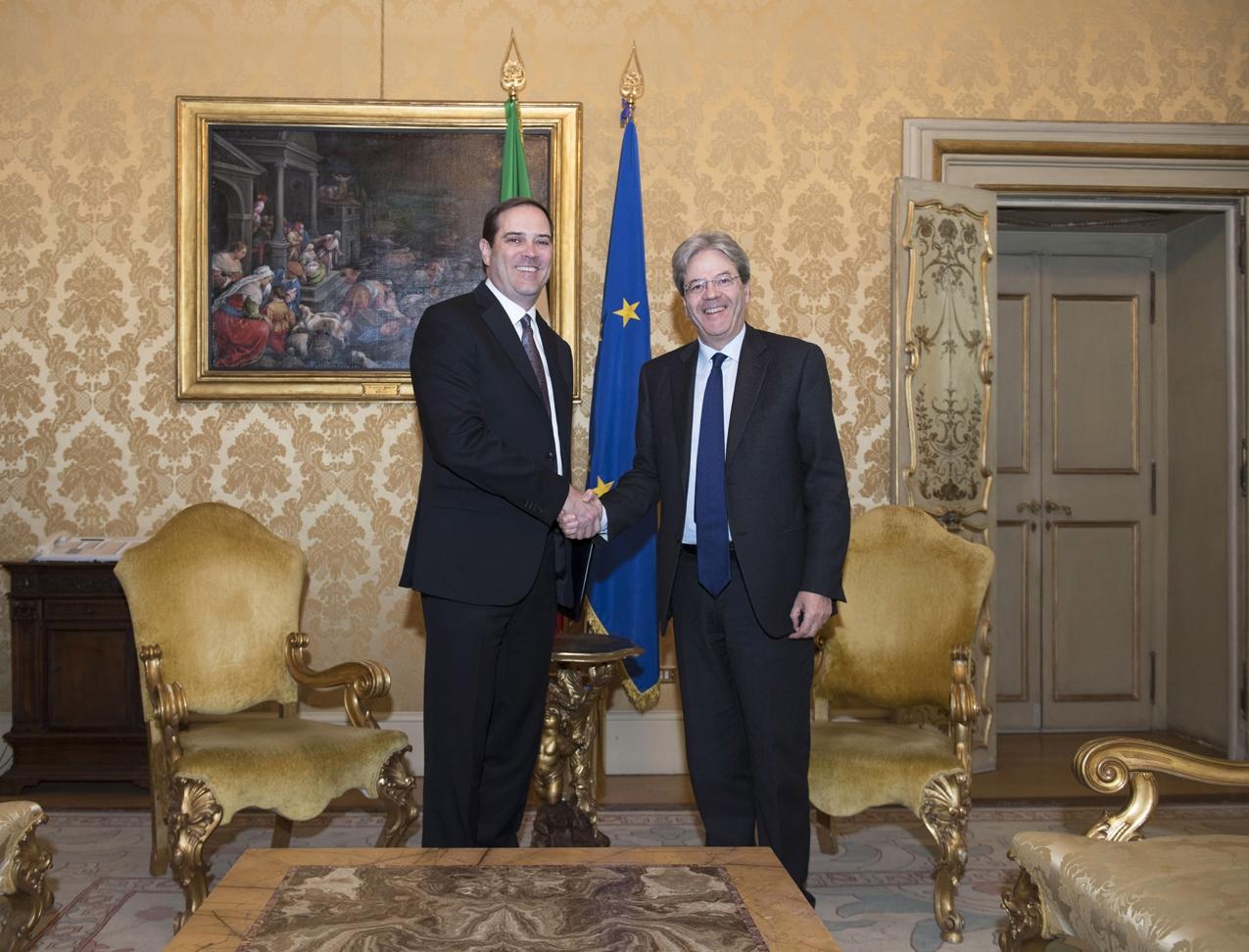 Il Ceo di Cisco, Chuck Robbins, con il premier italiano Paolo Gentiloni a Palazzo Chigi