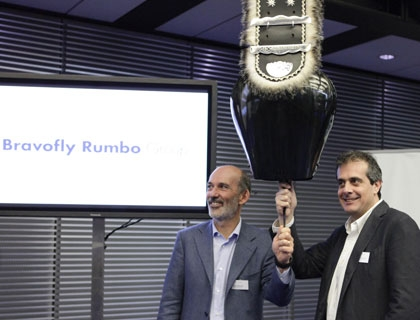 Fabio Cannavale, presidente di Rumbo Group  e Francesco Signoretti, CEO, suonano la campana della SIX Swiss Exchange