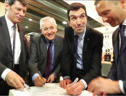 La firma del Protocollo con: (da sinistra) Vaccari, Liberatore, Martina e Moretti