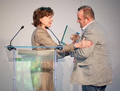 Pat Phelan, ceo di Trustev, premiato da Neelie Kroes come migliore startup d'Europa 2013