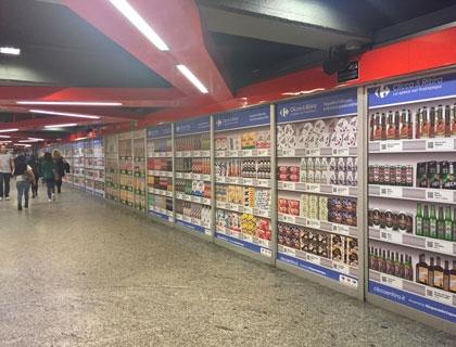 Lo spazio dedicato a cliccaeritira allestito nella metropolitana Loreto di Milano