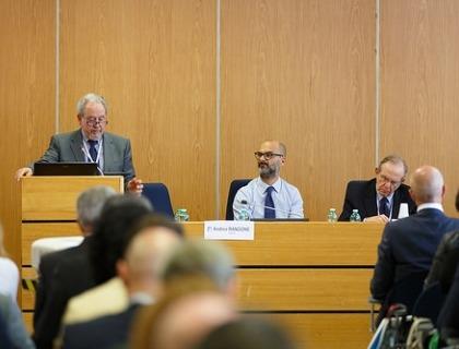 Il ministro Padoan con Carlo Moschi Sismondi, presidente FPA, e Andrea Rangone, CEO Digital360