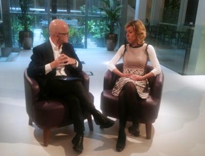 Giovanni Iozzia con l'amministratore delegato di Bnp Paribas Cardif in Italia, Isabella Fumagalli
