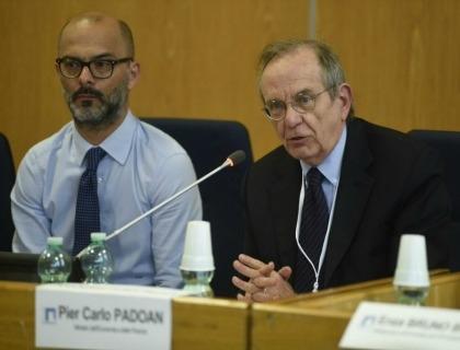 Da sinistra Andrea Rangone, Ceo di Digital360, e Pier Carlo Padoan, ministro dell'Economia e delle Finanze, a Forum PA