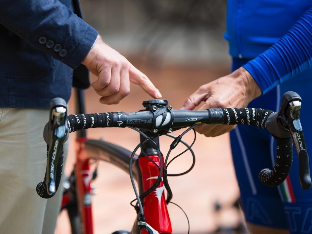 Un dettaglio della bicicletta da corsa con il