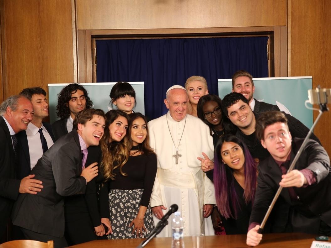 Il Santo Padre con 12 giovani youtuber
