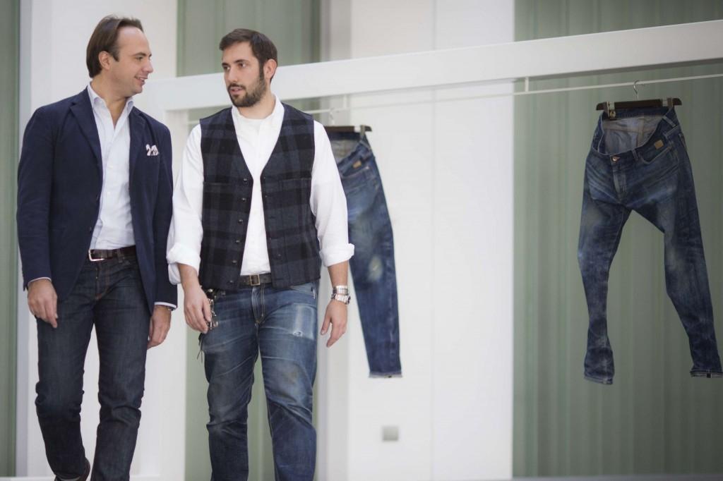 Da sinistra, Nicolò e Guido Biondi, eredi del fondatore di Sevenbell, prima azienda italiana a produrre jeans.