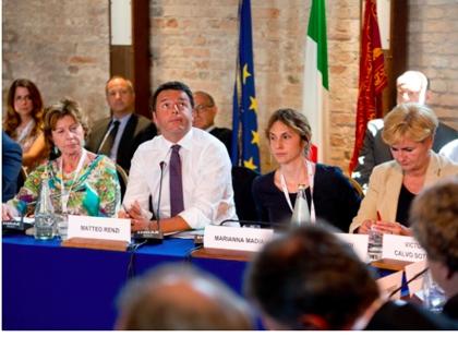 Il premier Renzi a DigitalVenice tra il commissario UE Kroes e le ministre Madia e Guidi: una emblematica prevalenza femminile