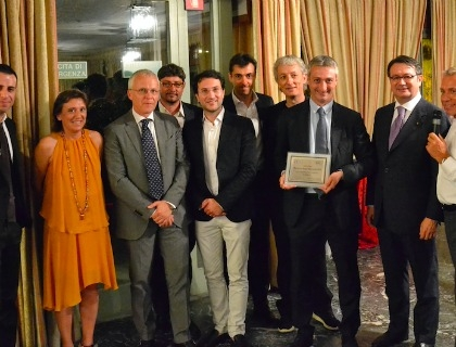 Stefano Papini (con la targa) alla premiazione come Business Angel of the Year