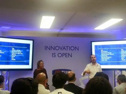 Un momento del lancio delle nuove startup del programma di accelerazione di TIM #Wcap: da sinistra Ilaria Potito, responsabile Operations, e Antonio Perdichizzi, Innovation Ecosystem Managing Partner
