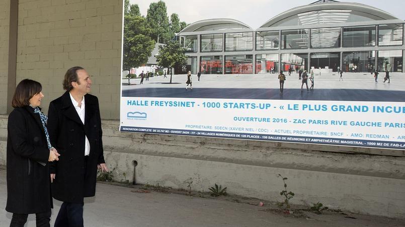 Neil davanti a un'immagine del progetto