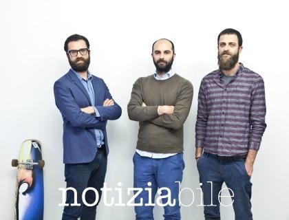 Il team di Notiziabile.it: Alberto e Lorenzo Belletti con, al centro, Riccardo Bastianello