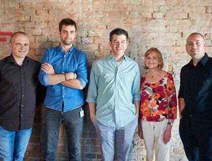 Travis Kalanick, Ceo di Uber, con i founder delle startup sulle quali ha investito
