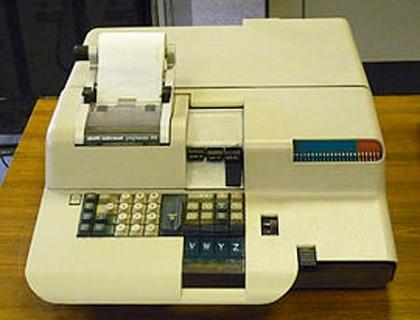 Un esemplare di P101, il primo personal computer della storia prodotto da Olivetti