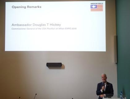 L'Ambasciatore Douglas T. Hickey, Commissario Generale del Padiglione USA