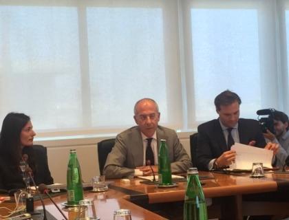 Francesco Starace, amministratore delegato di Enel, fra Isabella Panizza e Ryan O'Keeffe