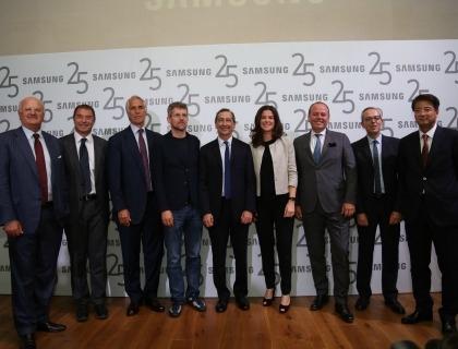 I partecipanti all'incontro per i 25 anni di Samsung in Italia