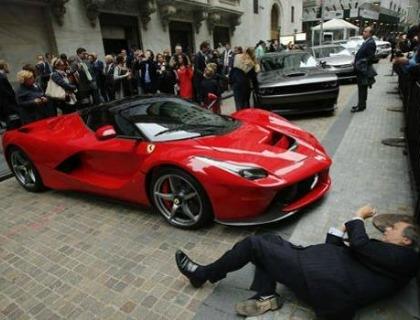 La Ferrari scende in pista a Wall Street