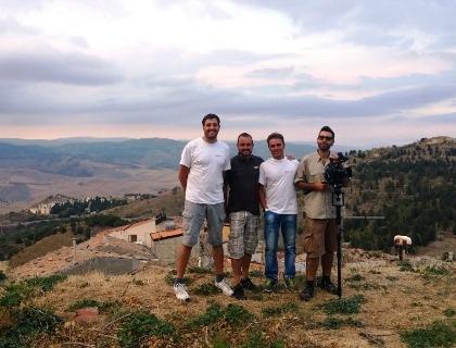 Il team di heli-lab: da sinistra Giuseppe Spallina e Antonio Raspanti (co-founders), Lillo Scibilia, tecnico, e Victor Ortega, regista