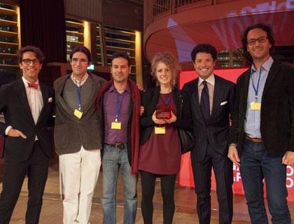 Il team di Scent, vincitore dell'edizione 2015, con Matteo Marzotto e Cristiano Seganfreddo, rispettivamente Presidente e Direttore Generale di Associazione Progetto Marzotto