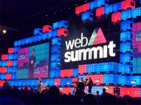 Serata di inaugurazione del Web Summit: Paddy Cosgrave, ideatore dell'evento, sul palco principale