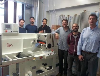 Il team di ricercatori: da sinistra a destra Michele Garbugli, Marco Carvelli, Nicolas Bienville, Mario Caironi, Antonio Iacchetti, Guglielmo Lanzani (direttore del Cnst)