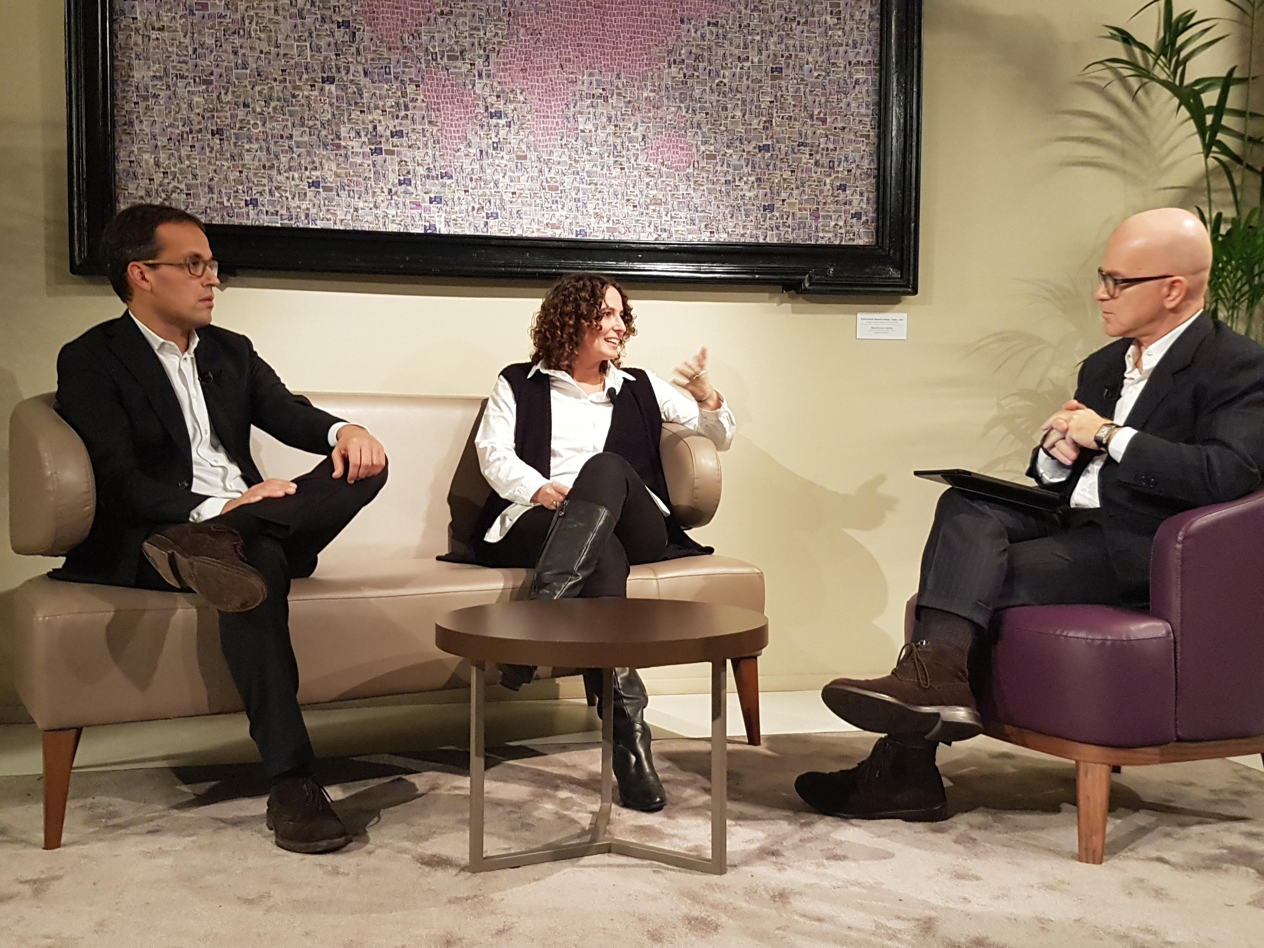 Andrea Dusi e Cristina Pozzi di Impactscool con Giovanni Iozzia
